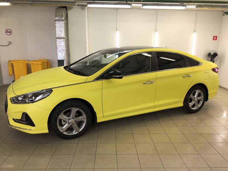 Авто желтого цвета для работы в такси Москвы и получения лицензии